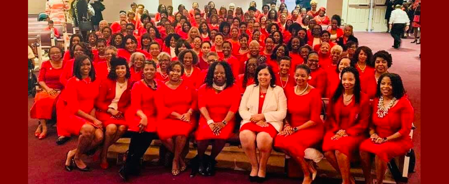 Charlotte Alumnae Chapter group photo at church